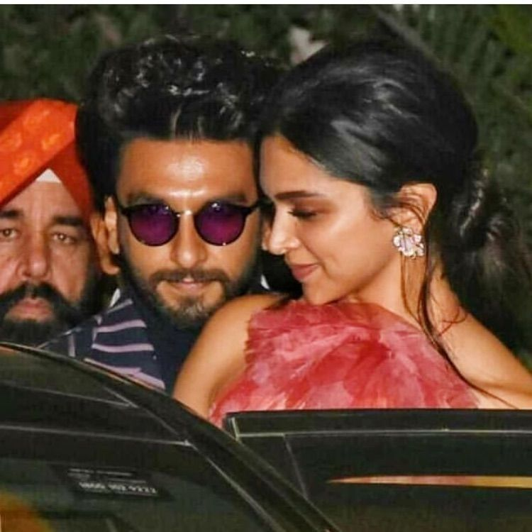 Proud Daughter Deepika Padukone Dines In With Family After Father Wins Lifetime Achievement Award For Exceptional Contribution In Sports Hungryboo Deepika Padukone Celebrity Couples Ranveer Singh