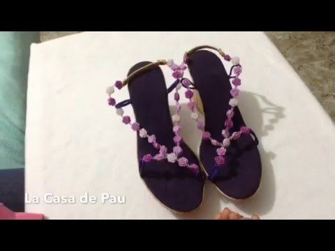 Sandalias decoradas, sino te gusta la pata de gallo estas son ideales pa...