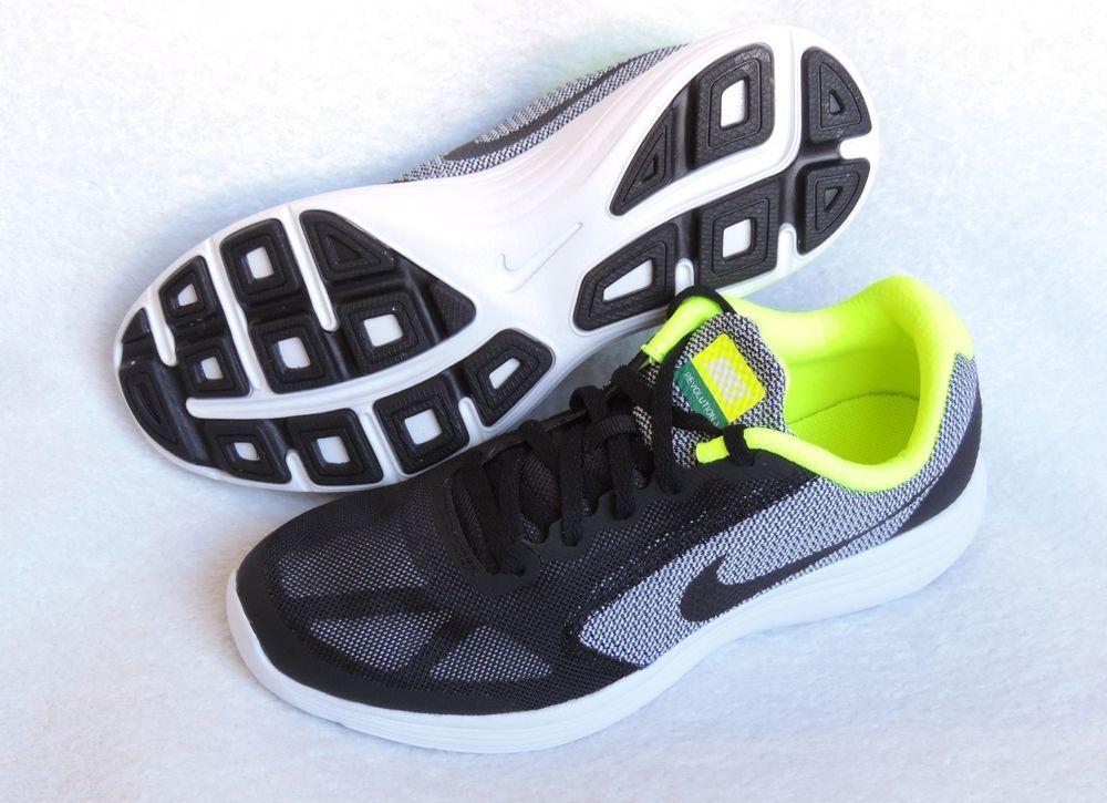 b47e37d6038 NIKE Boys  Revolution 3 (GS) Running-Shoes
