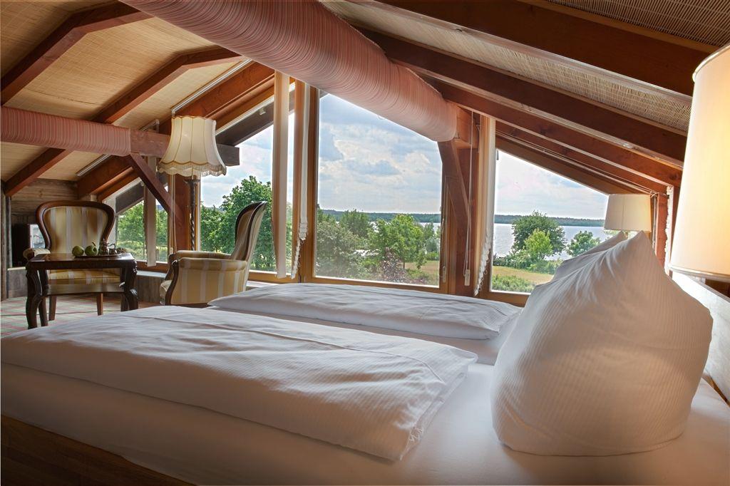 Unser Wellnesszimmer Mit Seeblick Auf Den Wunderbaren Senftenberger See.  #Wellness #Seeblick #Zimmer #Deluxe #Seeschlößchen #Seeschlösschen  #Wellnessurlaub ...