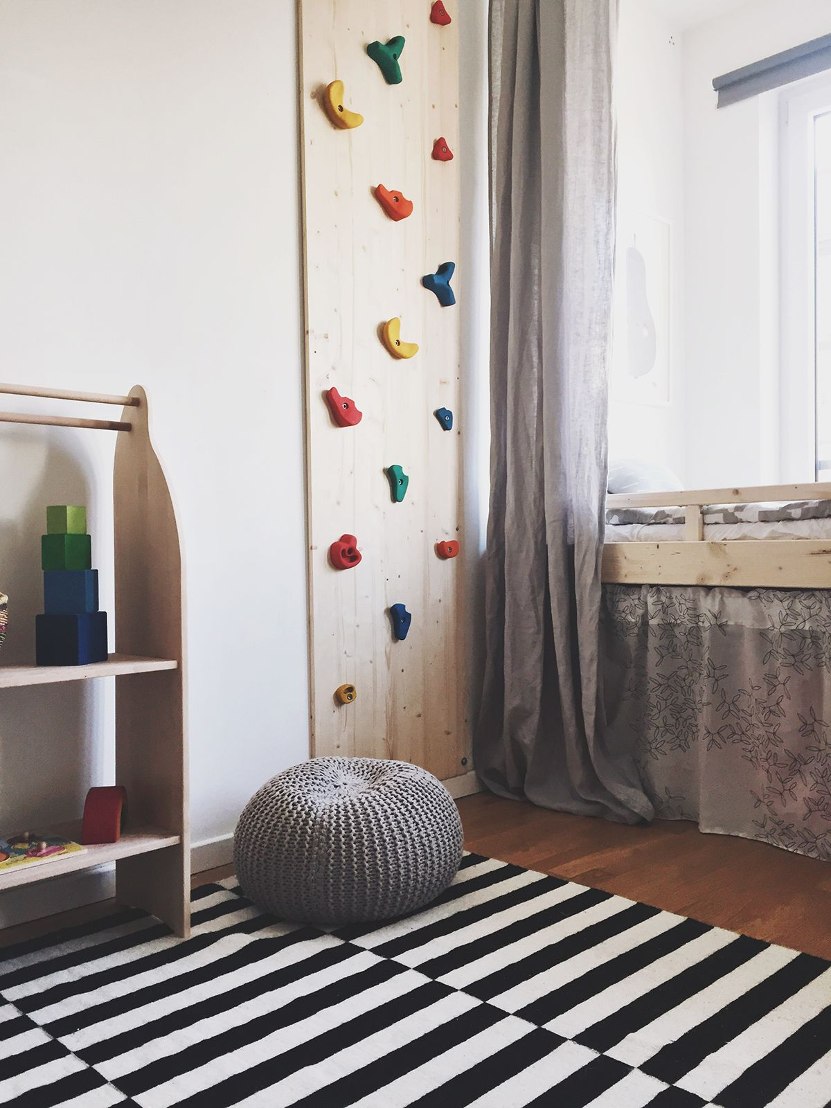 Kletterwand fürs Kinderzimmer | Kids rooms, Kidsroom and Room