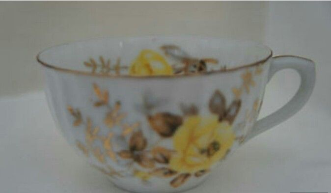 Tea cup with yellow roses