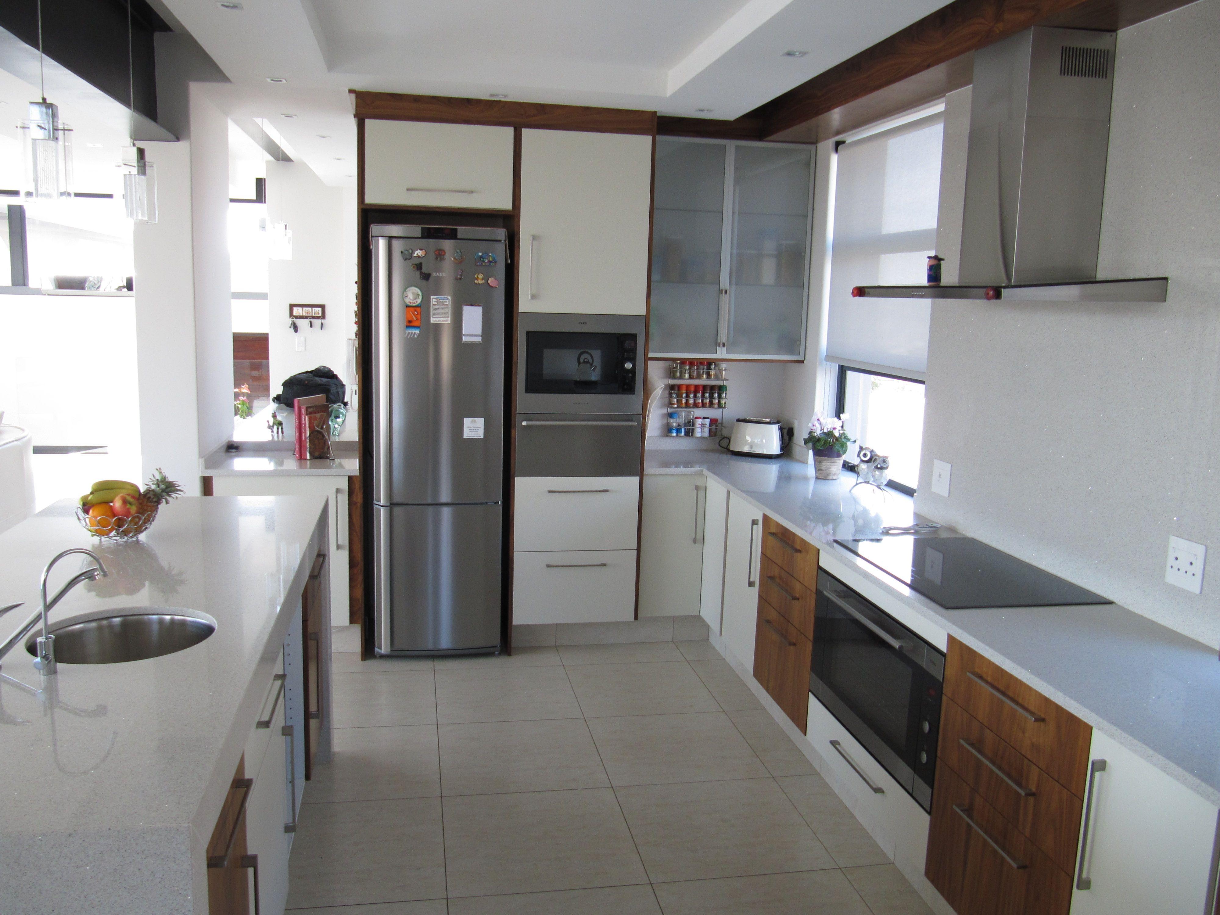 Duco and Walnut Veneer Kitchen | Built in cupboards ...