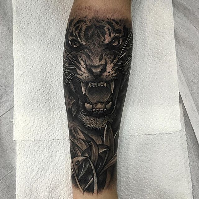 946088176e78d Dark Ink Angry Tiger Face Tattoo On Forearm | Tiger Tattoo | Tiger ...