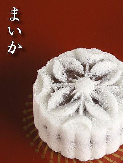 塩饅頭です。  型で作るとやっぱり綺麗に出来るので気持ちいいですね~^^  出張のお土産や高速で赤穂を通ったときぐらいにしか買いませんが、好きな和菓子の一つです。