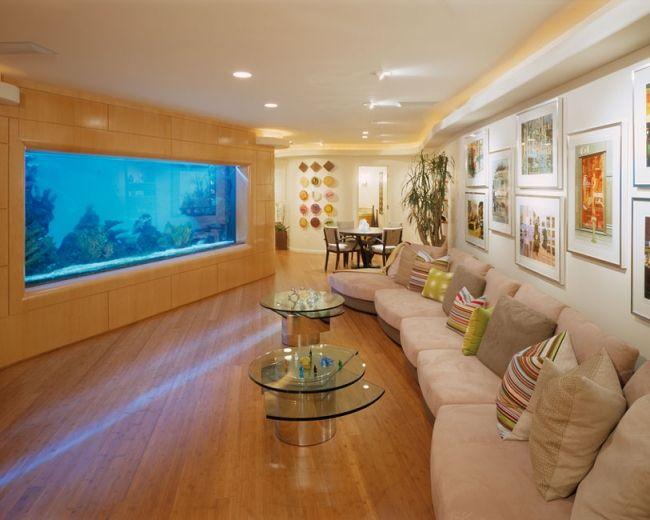 Fantastisch Modernes Aquarium Eingebaut In Der Wand Im Wohnzimmer