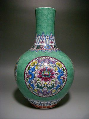 Chinese Famille Rose Porcelain Vase Qing Dynasty Qianlong Mark In