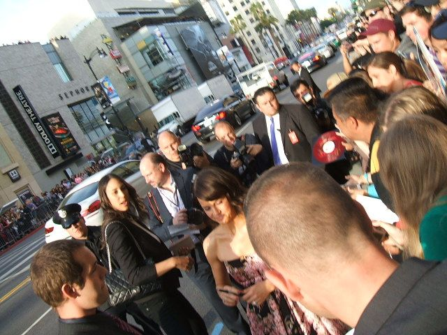 Carla Gugino greeting fans at the San Andreas premiere in Hollywood May 2015