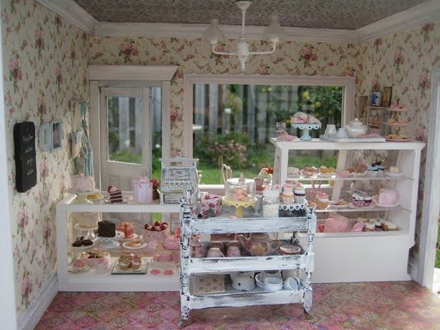 Cute blog with adorable dollhouse rooms.