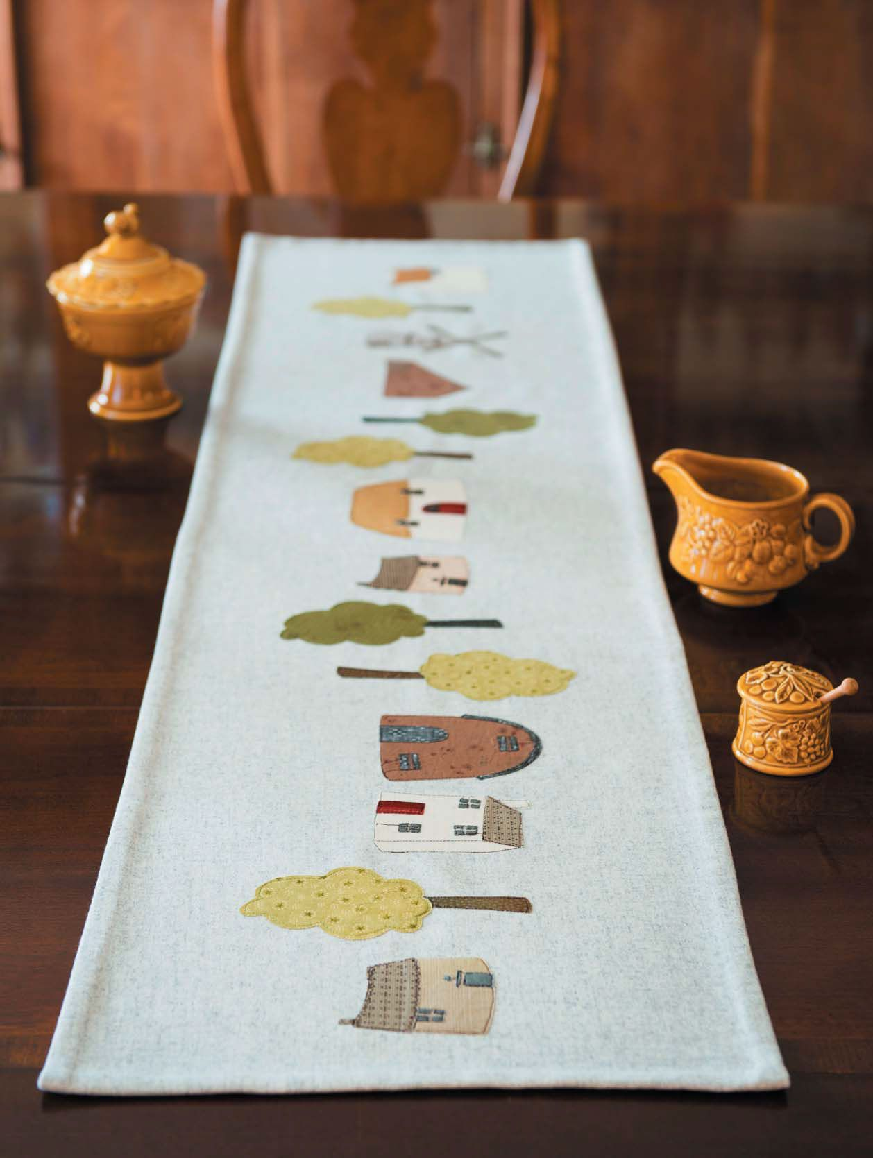 Dining Room Table Toppers Adorable This Country Lane Table Runner Is A Charming Quilt Pattern Inspiration Design