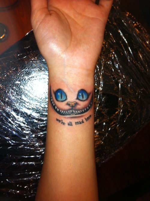 Cheshire Cat Tattoo Grinsekatze Tattoo Kleine Handgelenktattoos Wunderland Tattoo