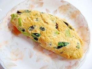 楽天が運営する楽天レシピ。ユーザーさんが投稿した「和風 小松菜入りオムレツ」のレシピページです。めんつゆで味がつくので、何もかけなくても美味しいです。。卵,小松菜,めんつゆ,ごま油
