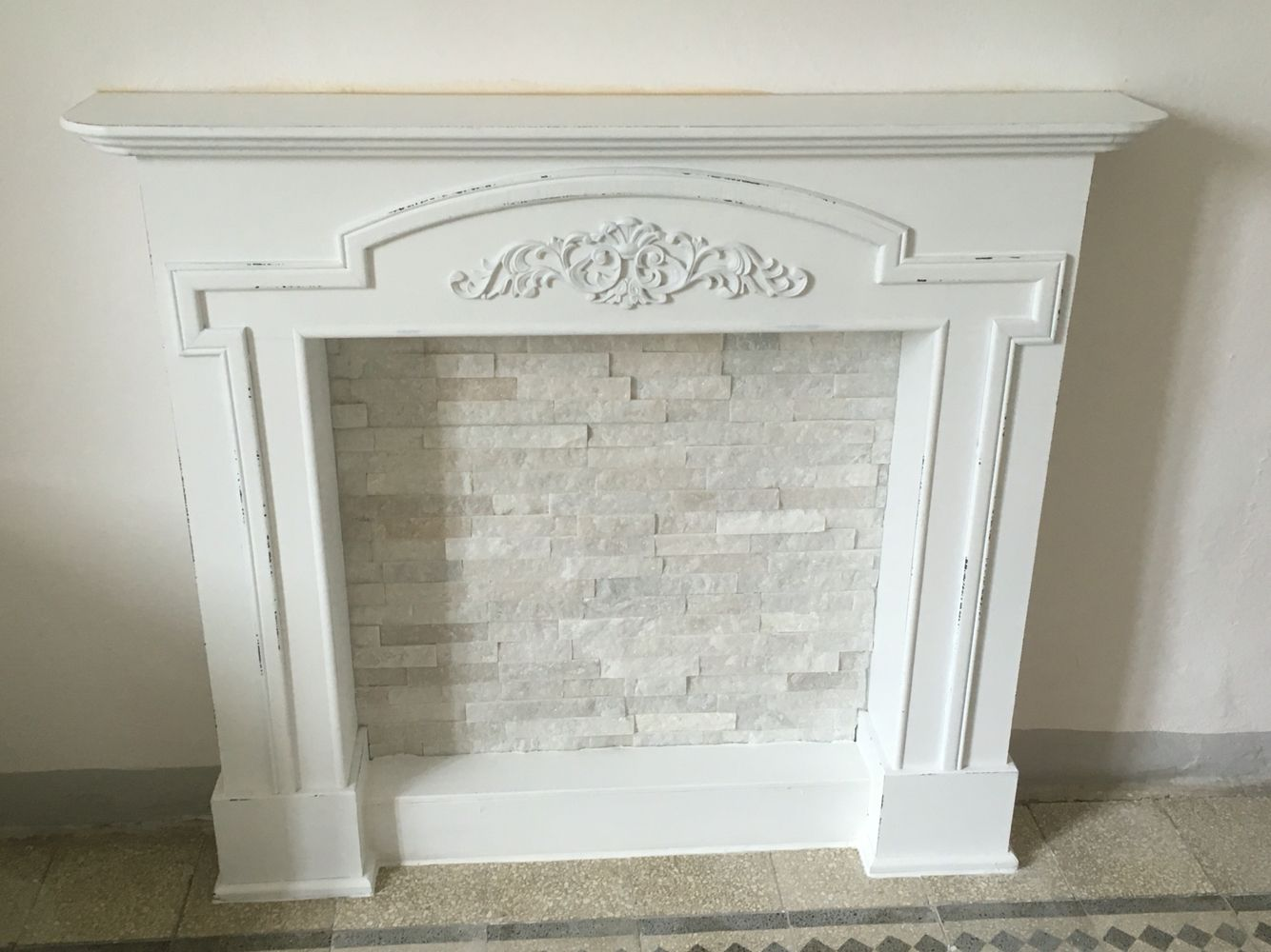 Finto Caminetto In Stile Shabby Fai Da Te Shabby Chic Fireplace Faux Fireplace Diy Fireplace Mantel Decor