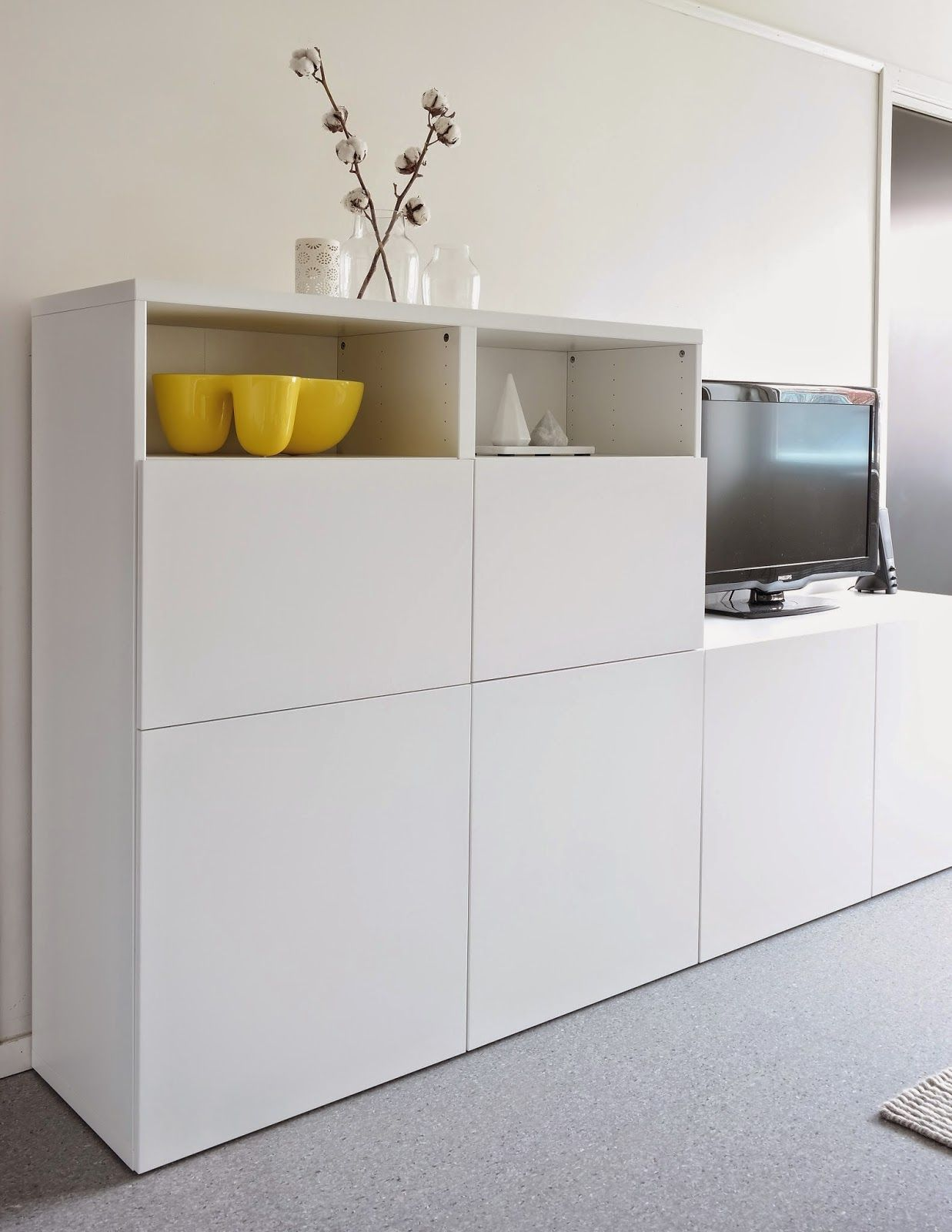 Stue, skandinavisk interiør, Ikea Bestå, tvbenk, Muuto ...