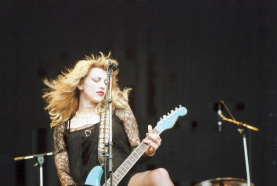 Courtney Love & Hole Live at Reading Festival – August 25, 1995