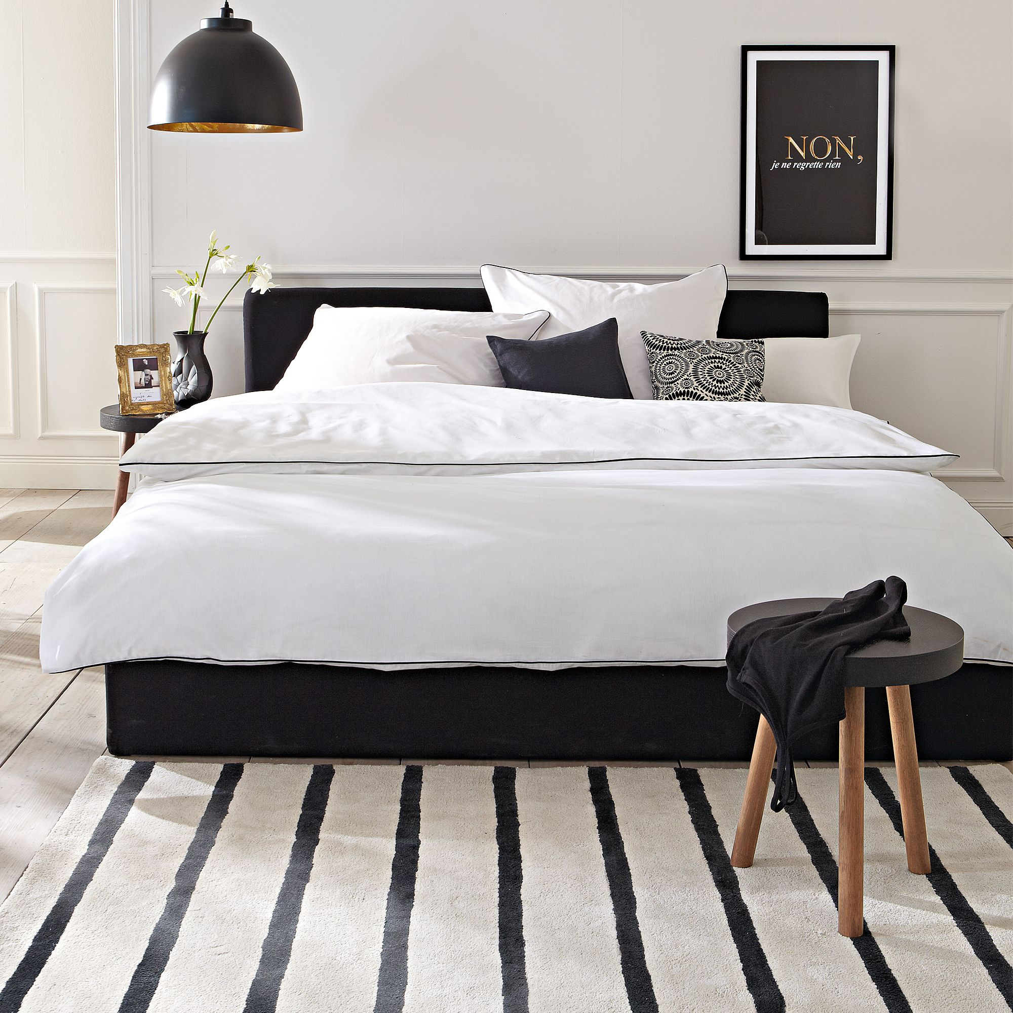 schwarzes Bett  black bed impressionen schlafzimmer   bedroom  workplace  Schla