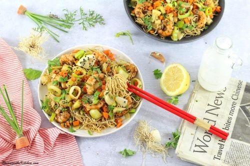 Nouilles Sautées aux Crevettes et Légumes d'Automne  - Brian Iz In The Kitchen