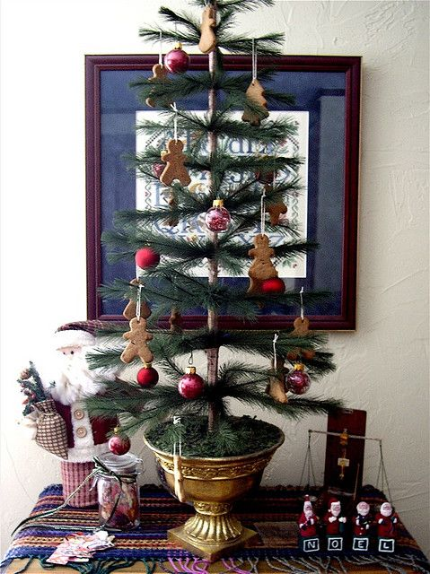 feather tree Pinterest Feather tree, Gingerbread and Feathers
