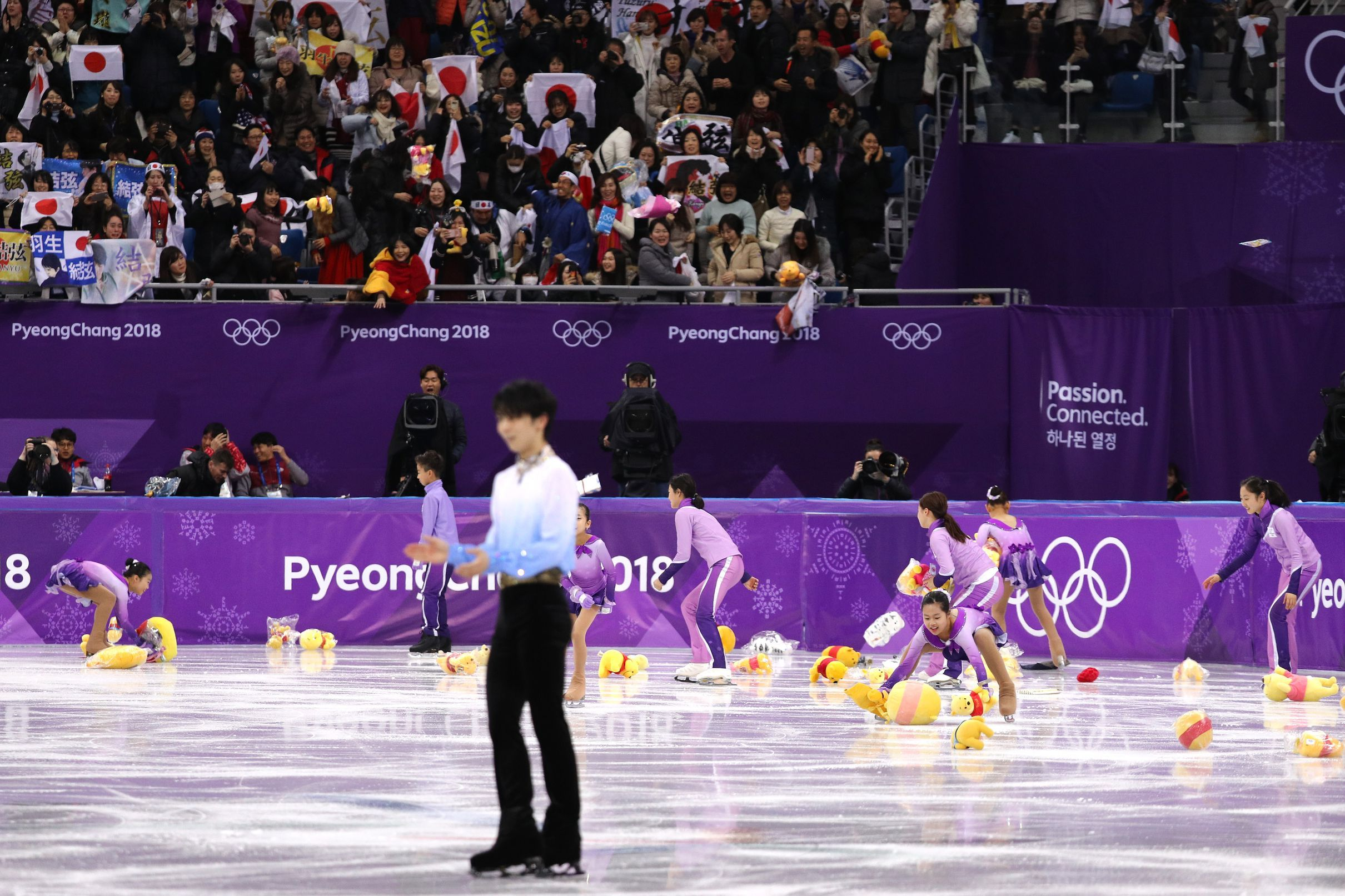 Yuzuru Hanyu dominates in men's figure skating short program