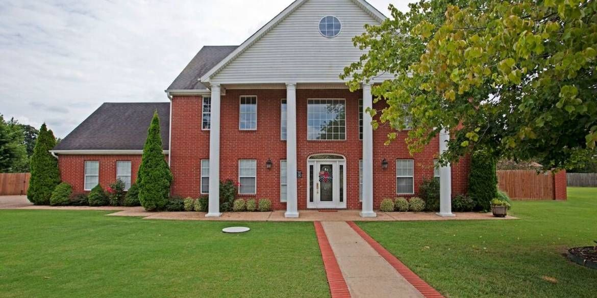 4 Acorn Circle in Bentonville, AR This absolutely