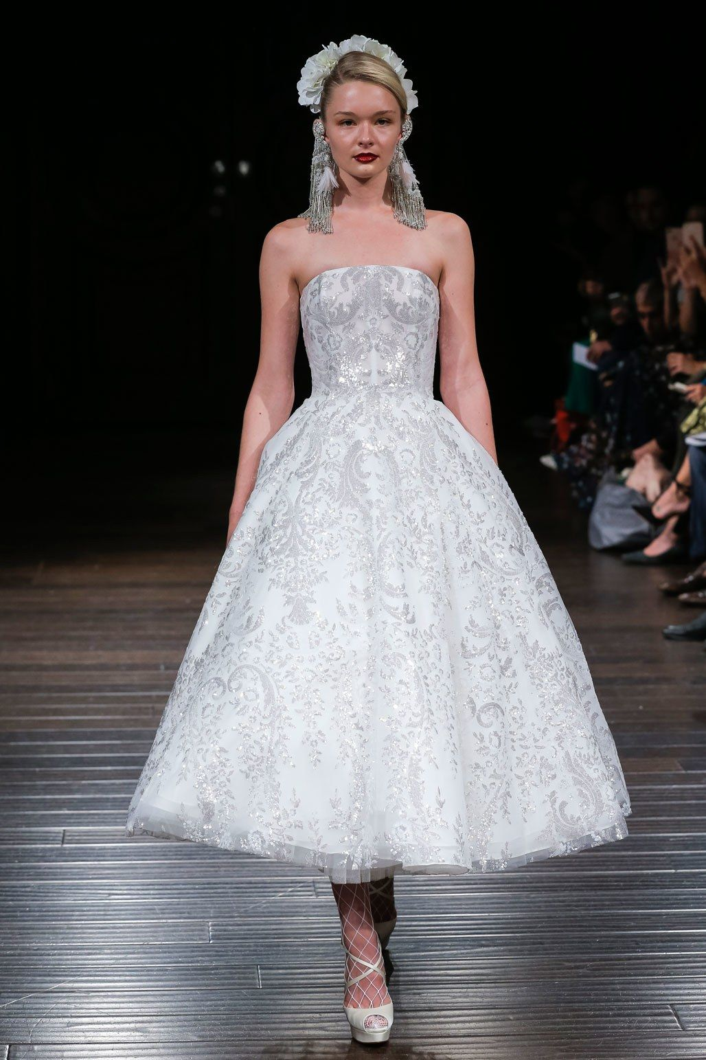 Naeem Khan Bridal Fall 2018 Collection Photos - Vogue#passionforfashionfabrics #purveyorsoffinefabrics #cometousforfashion #rexfabrics