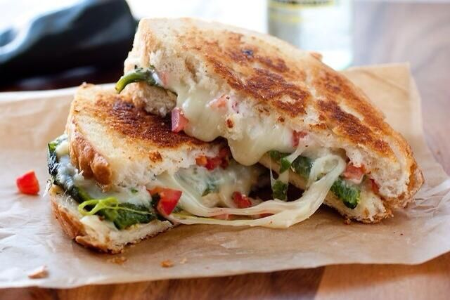 Chile Relleno Grilled Cheese Sandwich pic.twitter.com/OJVEBXpGbM