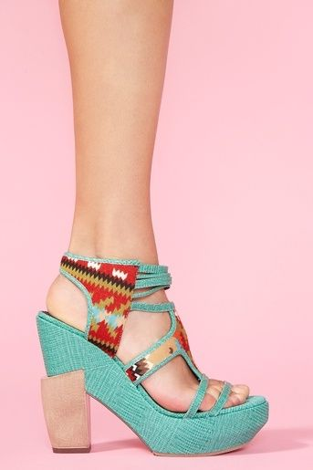 <3 Heels #Inspiration #Colorful #ColorTrend #Tribal #Fashion #BiographyTrend #Tribalia #BiographyCollection #Biography