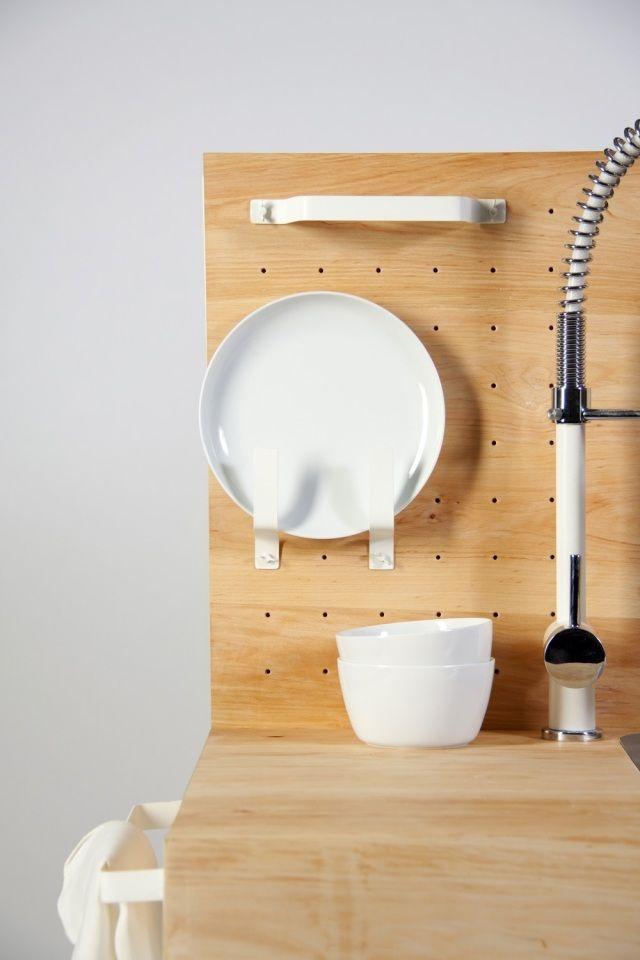 Studium Möbeldesign kompakte miniküche uttensilien sichtbar greifbar dirk biotto attic