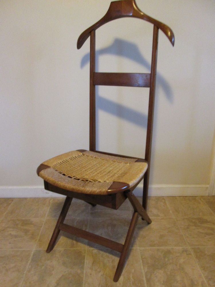 This Valet Chair In Stained Beech Was Once A Staple Of The 1950s And Can Be Added To Any Modern Collection As A Unique Statemen Chair Italian Chair Valet Chair
