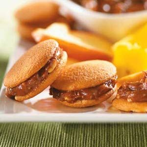 Put this chocolate and peanut butter spread between cookies or crackers for a quick and easy snack or dessert.
