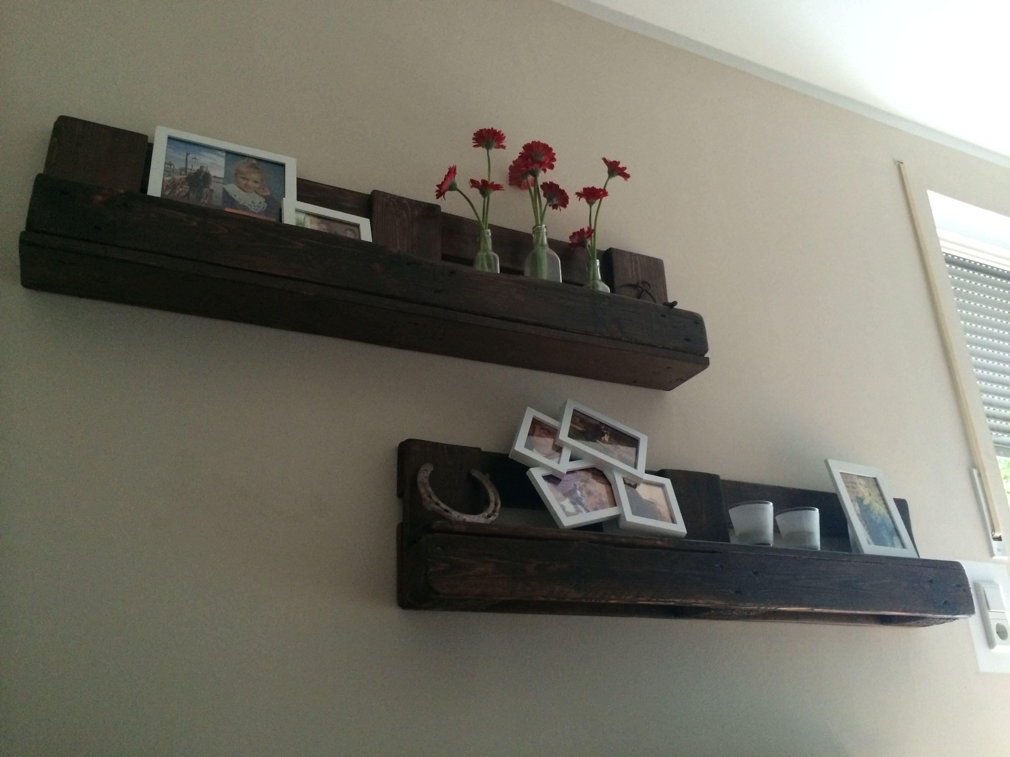 wandregale aus einer europalette 1 segen schleifen 2 beitzen mit klarlack lackieren 3. Black Bedroom Furniture Sets. Home Design Ideas