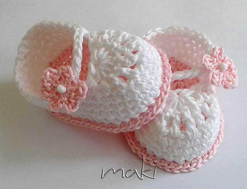 Mini booties pattern by MakiCrochet