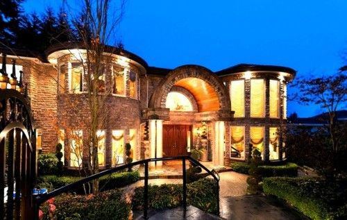 Beautiful Mansion Lights Illuminating On The Grounds Makes Home Very Welcoming
