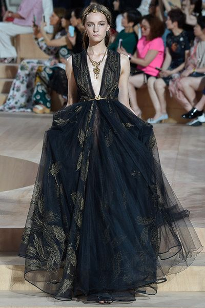 Valentino Fall 2015 Couture Fashion Show