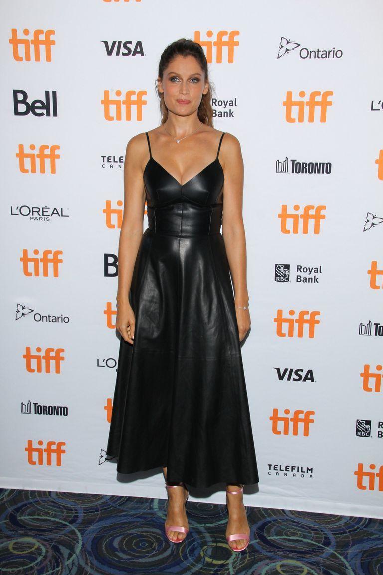 865db6fad0ed Laetitia Casta come Angelina Jolie eleva il vestito di pelle a look ...