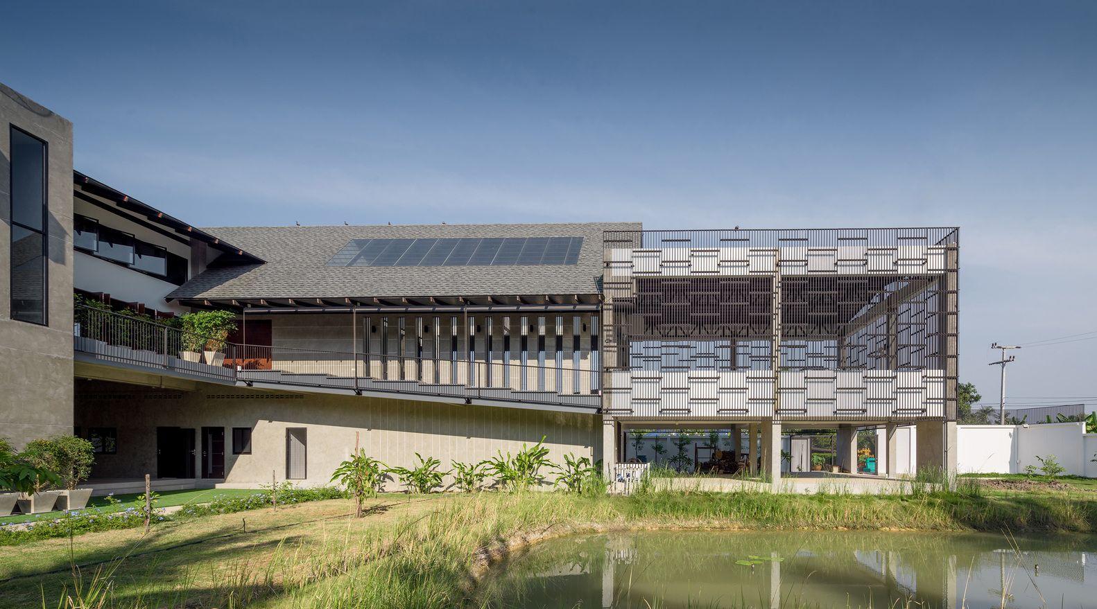 Galería de Baan Klang Suan / ForX Design Studio - 23