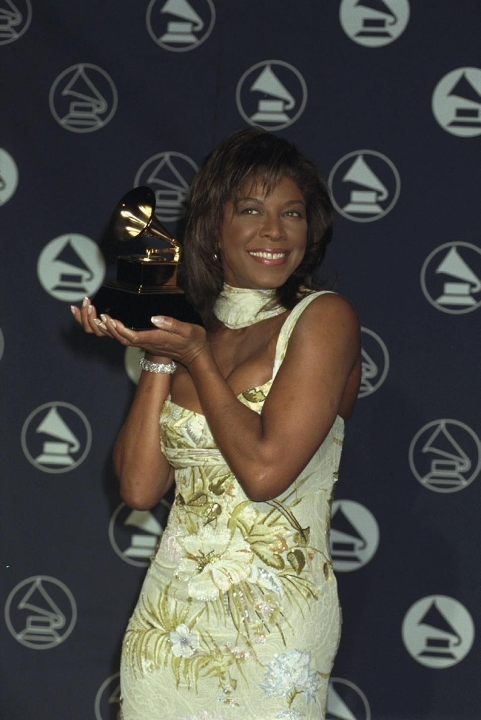 Natalie Cole Dead At 65 Look Back At The Singer S Impressive Career And Famous Friends Natalie Cole Cole Grammy