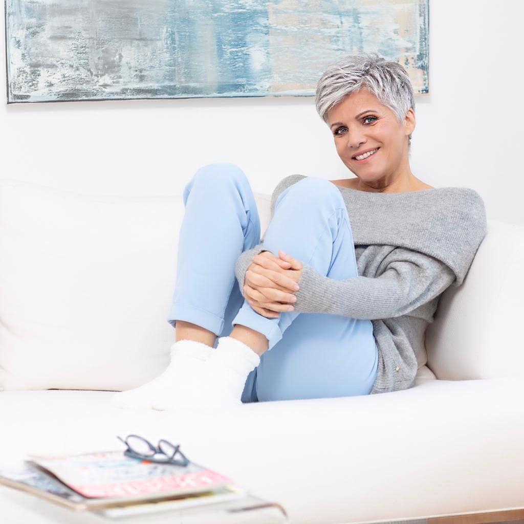 Birgit Schrowange Auf Instagram Ich Wunsch Euch Einen Kuscheligen Sonntag Nadinedilly J Frisuren Kurze Graue Haare Kurze Graue Haare Kurze Blonde Haare
