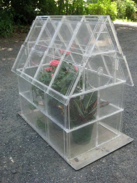 http://thehomesteadsurvival.com/cd-case-greenhouse-upcycling/#.UbAQNVfg9cw  How To Make a CD CASE Greenhouse – Upcycling —    480214_572151696170497_903112933_n.jpg (480×640)