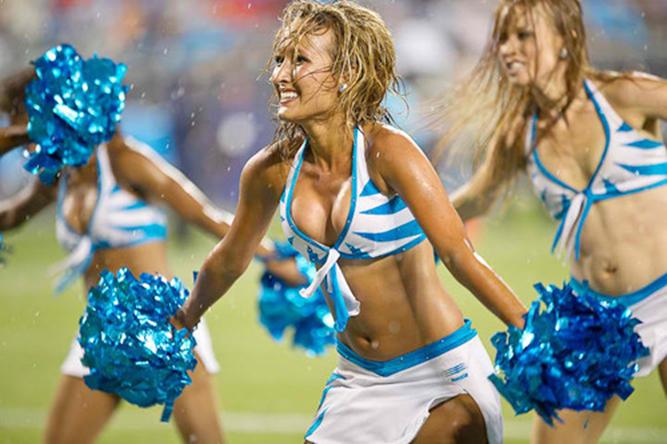 Sexy wet cheerleaders
