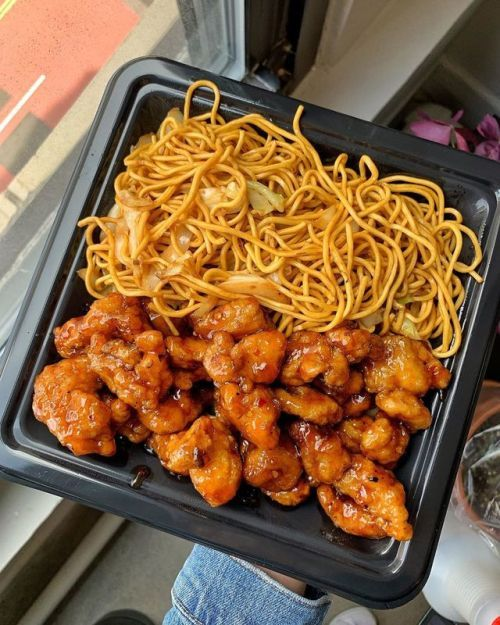 I Know My Panda Express Anywhere Chow Mein Orange Chicken In 2020 Food Cravings Aesthetic Food Food Recipies