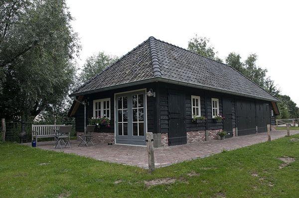 Henk bennink exclusieve houtbouw nijverdal zwarte schuren for Stucco nijverdal