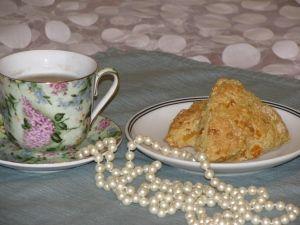 Low Calorie Tea Time, Apricot Vanilla Scones and Tea ONLY 223 calories