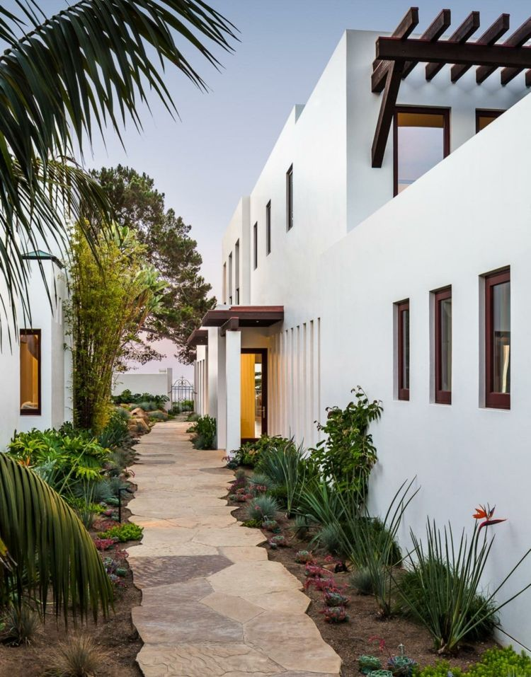 Moderne Gartengestaltung Steinen Attraktiv Gartenweg Graeser Palmen