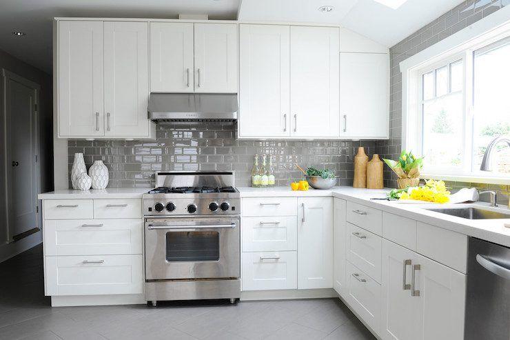 17 Grey Kitchen Backsplash Ideas That Leave You Awestruck Grey Kitchens Kitchen Renovation Gray And White Kitchen