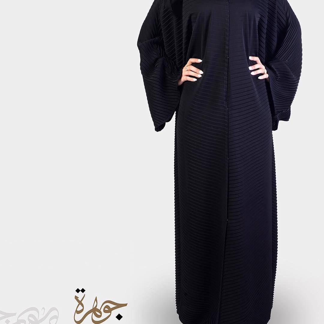 السعر 190 كسرات بليسيه اسود عباية بلاسيه فلونها الأسود يضفي اليها فخامة على جمال التصميم يتوافق مع شغفك الكبير للموضة متجر جوهرة Fashion Maxi Dress Dresses