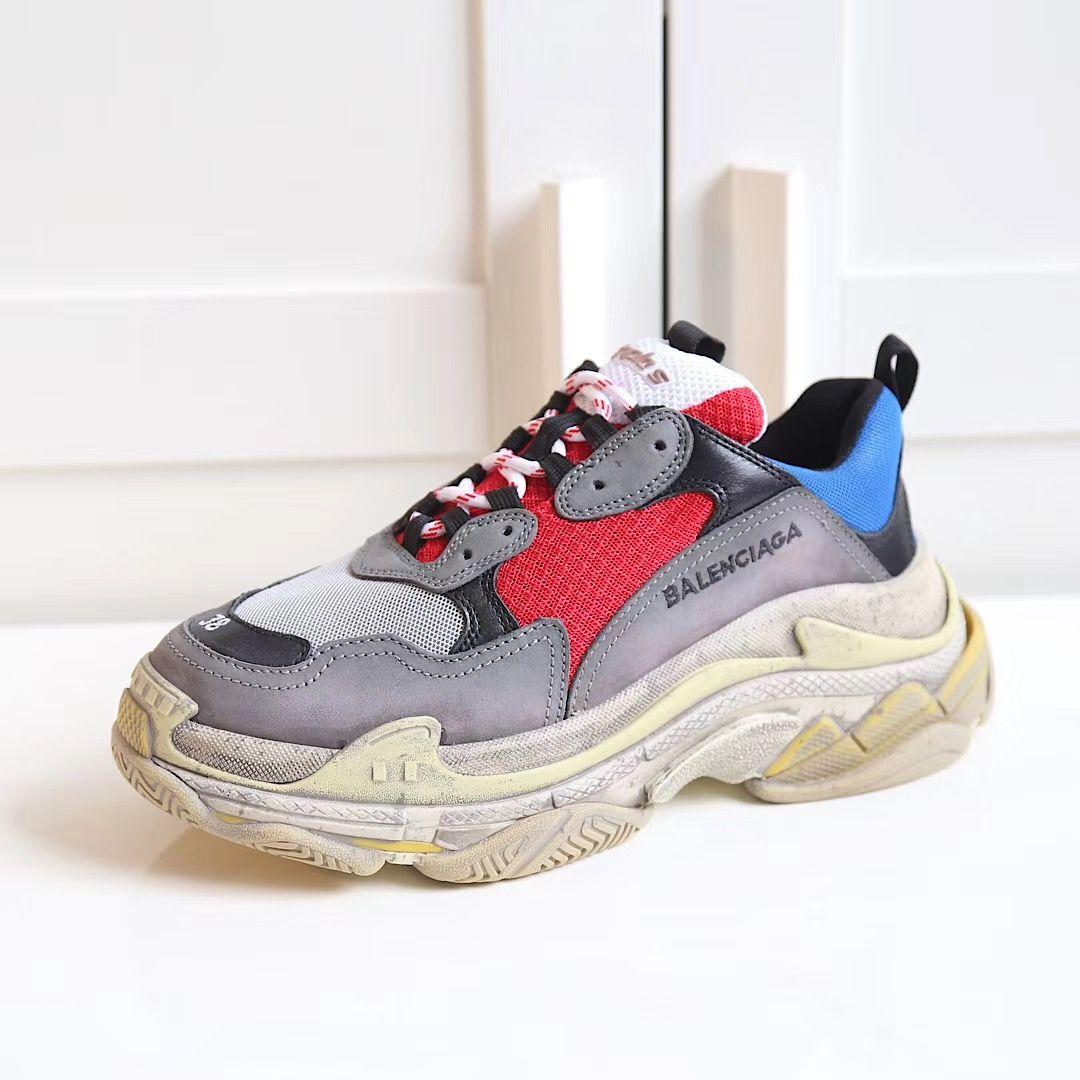 Campo mensual Desventaja  Balenciaga triple S woman man sneakers fashion trainers | Leather shoes  woman, Couple shoes, Trainers fashion