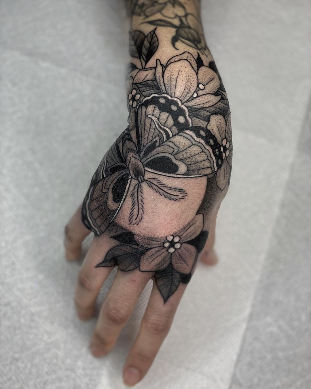 """Kyle Stacher's Instagram post: """"new south paw! thank you so much Anna! made at @TIGERCLUE - - - #tattoo #flash #traditional#blackwork #taot #blackworkerssubmission…"""""""