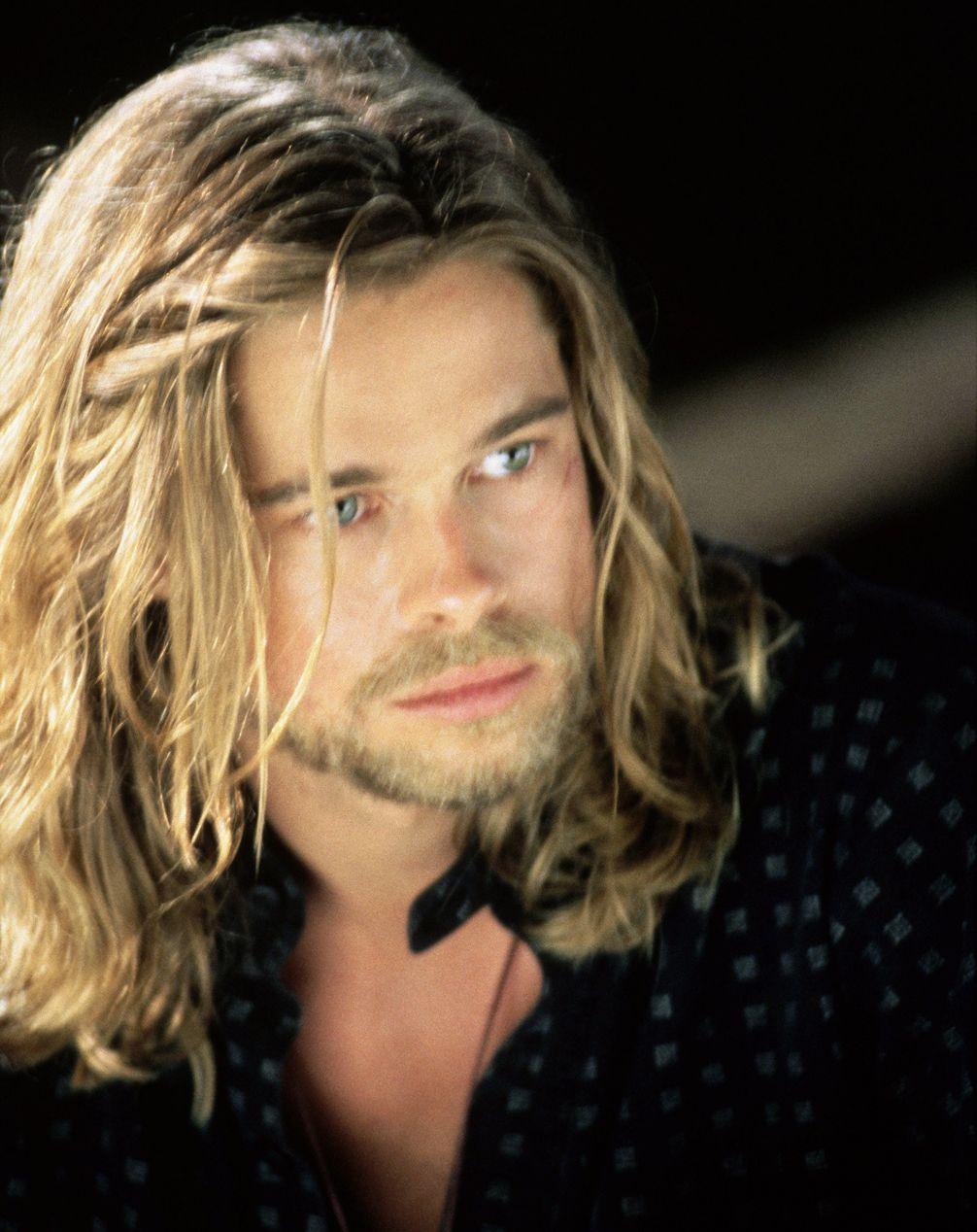 5 Of Brad Pitt S Most Shocking Movie Hairstyles Brad Pitt Long Hair Brad Pitt Brad Pitt Hair