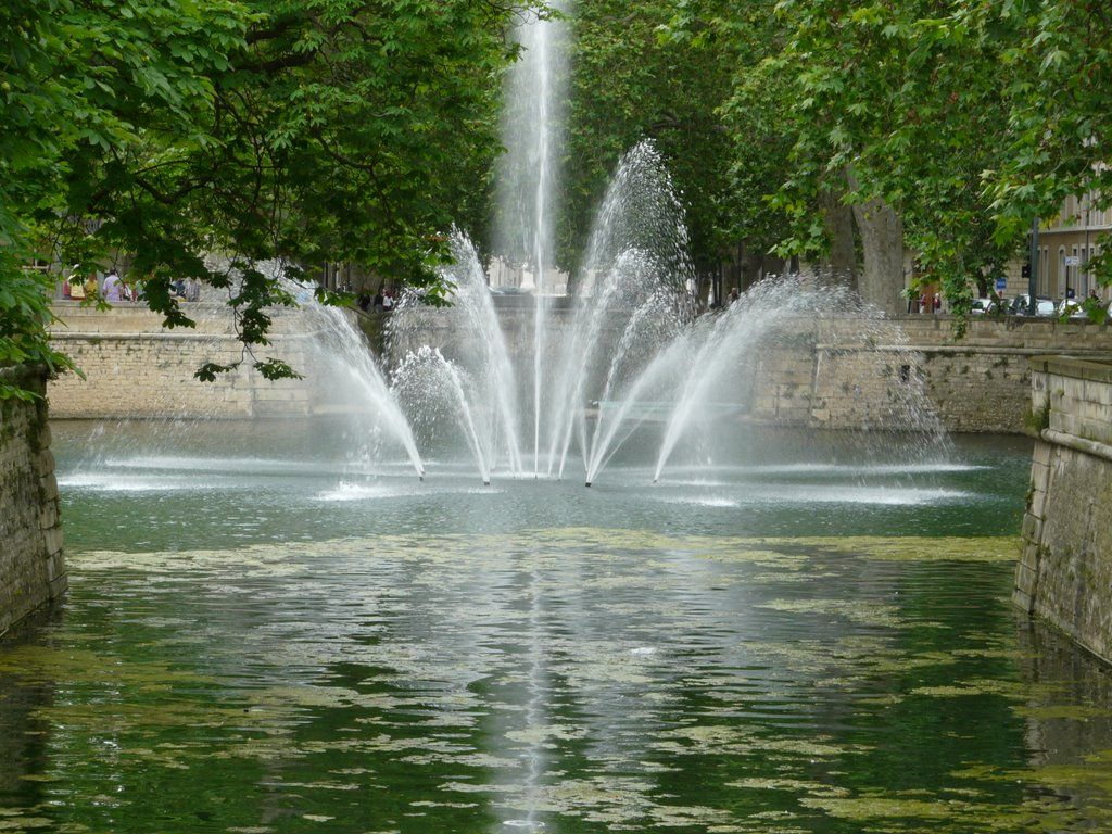 panoramio photo of n mes le jet d 39 eau du jardin de la fontaine fontaines pinterest. Black Bedroom Furniture Sets. Home Design Ideas